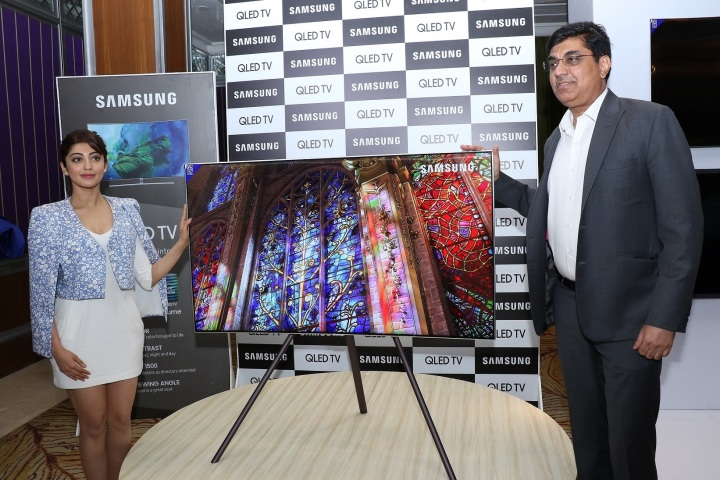 Caption Mr. Rajeev Bhutani, Vice President, Consumer Electronics Business, Samsung India and Actress Ms. Pranitha Subhash at the launch of Samsung QLED TV in Bangalore.