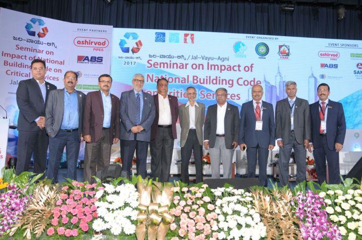 (4th frm L) - Pankaj Dharkar - President FSAI, (7th frm L) - C. Subramaniam - President Elect ISHRAE, (9th frm L) - D. Nirmal Ram - Chairman ACREX '18 & (10th frm L) - B.O. Prasanna Kum