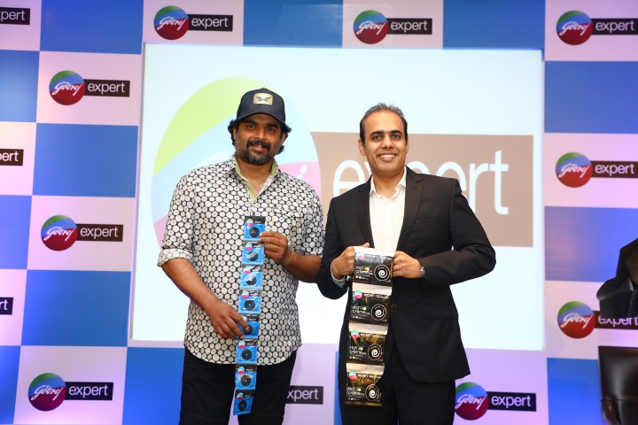 Mr. Ashwin Uppal, Catogory Head - Hair Colors, Godrej Consumer Products Limited with R.Madhavan, Brand Ambassador - Godrej Expert Hair colour at the Godrej Expert meet and greet event in