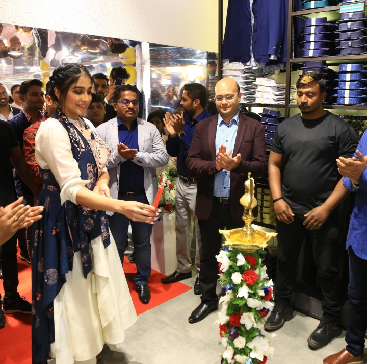 Actress Regina Cassandra and Manish Singhai, COO Peter England (Second from Right) at the launch of Peter England Men's Obsession Store in Bangalore