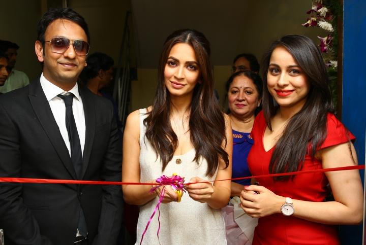 2-Kriti Kharbanda launches Assure Clinic in Bangalore founded by Dr. Abhishek Pilani and Dr. Priyanka Desai Pilani